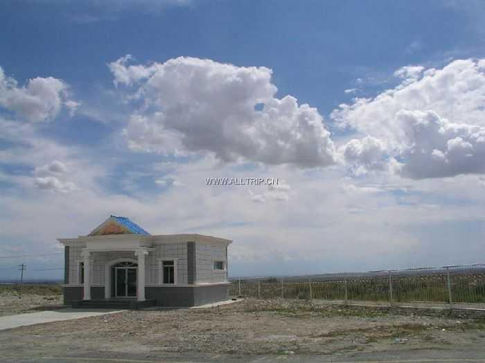 乌鲁木齐、塞外江南——伊犁、吐鲁番八日游