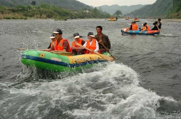 南京到牯牛降旅游 南京出发百丈崖峡谷、石台牯牛降、秋浦渔村、秋浦河皮筏漂流精华二日游