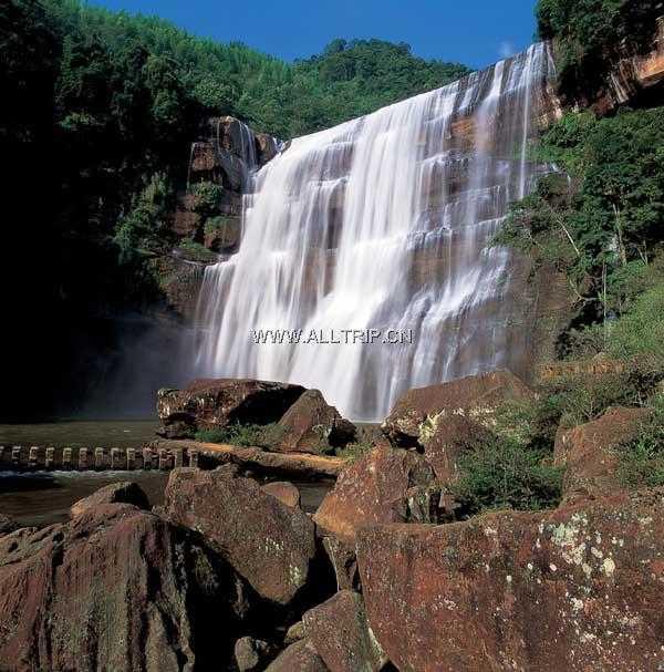 贵州赤水大瀑布、竹海森林公园、红石野谷、佛光岩景区双卧五日游