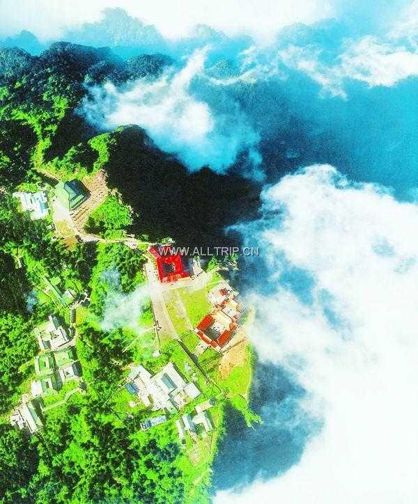 暑假旅游路线 琴岛出发到成都 都江堰 青城山 峨眉(全山) 乐山 双飞5日游