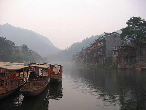 武汉到湘西旅游凤凰古城九景、湘西原始苗寨、辛亥革命纪念三日游