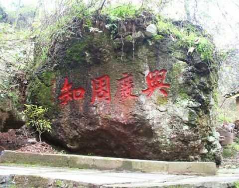 武汉到凤凰古城旅游 浪漫凤凰古城、原生态古苗寨汽车三日游