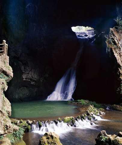 贵州黄果树瀑布、龙宫、镇远古镇、舞阳河黔灵山 双卧双坐六日游