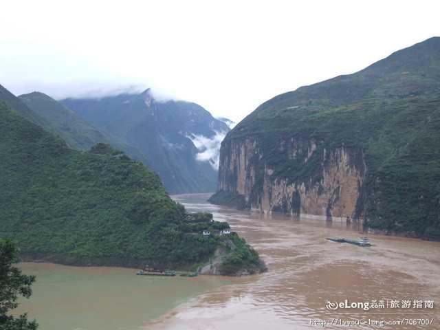 长江三峡豪华涉外邮轮动去·飞返6日游