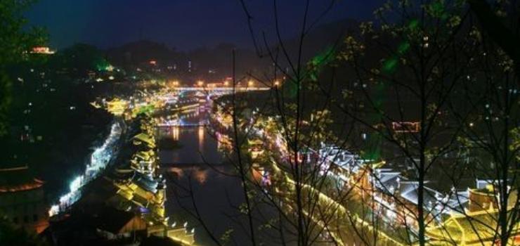 襄阳到凤凰古城旅行团报价德夯峡谷_南华山双卧四日游