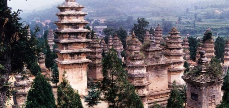 A9:郑州、洛阳龙门石窟、少林寺、开封双卧6日游