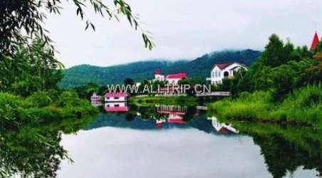 景点简介:                               玉兔仙潭风景区位于朗乡