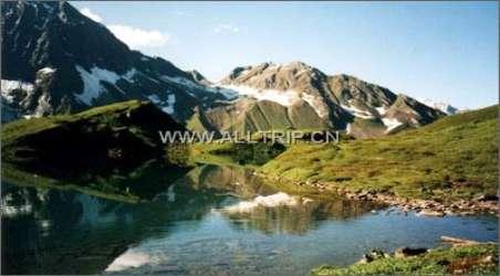 景点简介:                               在西藏高原东南部的祖国