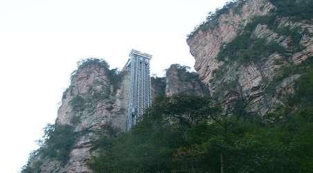 """张家界武陵源风景区,以""""世界上最高的全暴露观光电梯"""