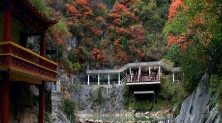 理由1   西狭颂景区国家4a级风景区,位于甘肃省成县县城西13公里处