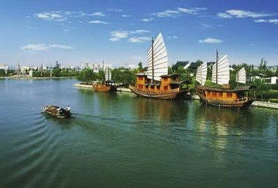 环城河风景区位于绍兴新昌县,1999年动工建设,2001年竣工,全长12.