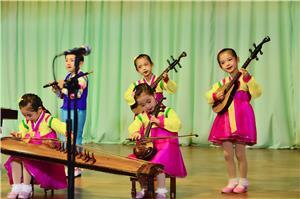 丹东到朝鲜新义州东林二日游_朝鲜本部幼儿园演出_朝鲜旅游价格